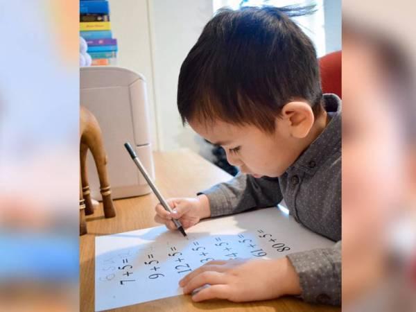 Muhammad Haryz minat terhadap buku dan nombor.